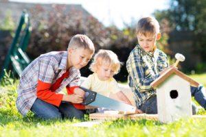 homeschool-kids-working-together